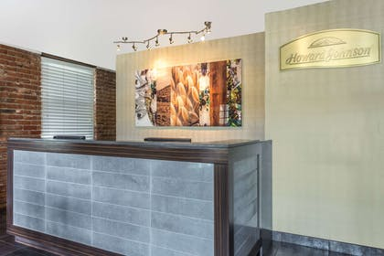 Front Desk | Howard Johnson by Wyndham Scottsdale Old Town