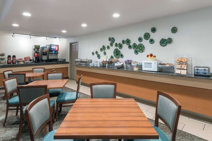 Breakfast Area | Wyndham Garden Baton Rouge
