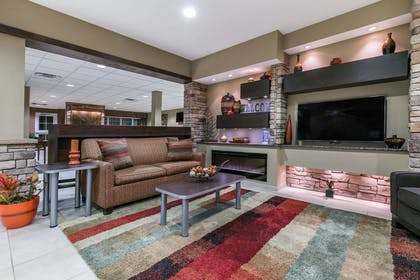 Lobby | Microtel Inn & Suites by Wyndham Steubenville