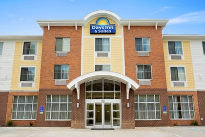 Exterior | Days Inn & Suites by Wyndham Caldwell