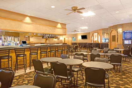 The 701 Lounge and Grille at the Ramada | Ramada by Wyndham Bismarck