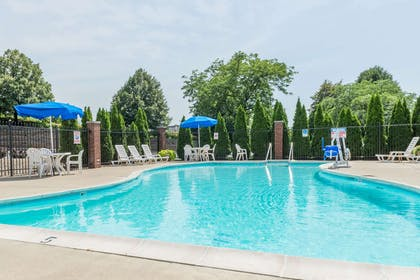 Pool | Baymont by Wyndham Indianapolis South