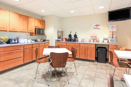 Breakfast Area | Super 8 by Wyndham Sault Ste. Marie