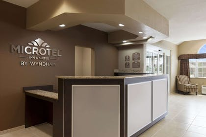 Front Desk   Microtel Inn & Suites by Wyndham Kenedy