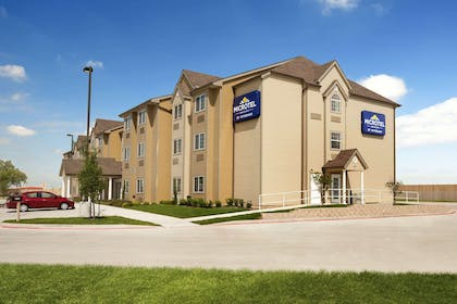 Welcome to the Microtel Inn and Suites Kenedy   Microtel Inn & Suites by Wyndham Kenedy