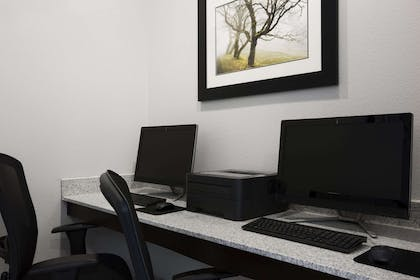 Business Center | Hawthorn Suites By Wyndham San Angelo