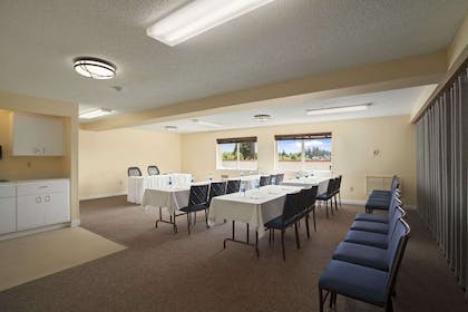 Meeting Room - St. Helen Room | Days Inn by Wyndham Lacey Olympia Area
