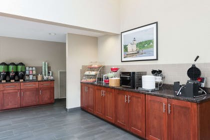 Breakfast Area | Hawthorn Suites by Wyndham Fishkill/Poughkeepsie Area