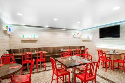 Restaurant   TRYP By Wyndham Times Square South