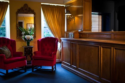 Front Desk | Hotel Lombardy