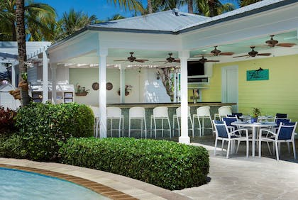 Flippers Pool bar | Sunset Key Cottages