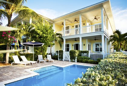 Four bedroom cottage exterior pool area | Sunset Key Cottages
