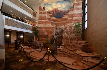 Atrium waterfall | Best Western Premier Grand Canyon Squire Inn