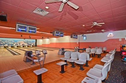 Bowling Alley | Best Western Premier Grand Canyon Squire Inn