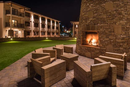Outdoor Fireplace | Best Western Premier Grand Canyon Squire Inn