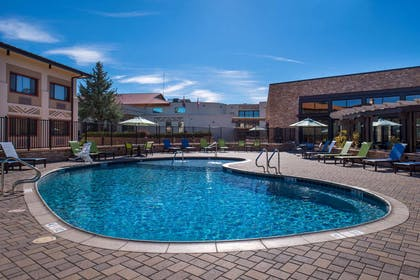 Outdoor Pool | Best Western Premier Grand Canyon Squire Inn