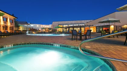 Outdoor Hot Tub | Best Western Premier Grand Canyon Squire Inn