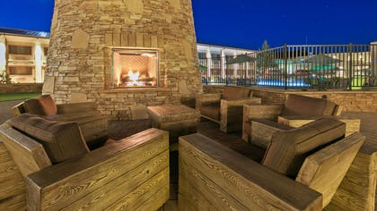 Patio | Best Western Premier Grand Canyon Squire Inn