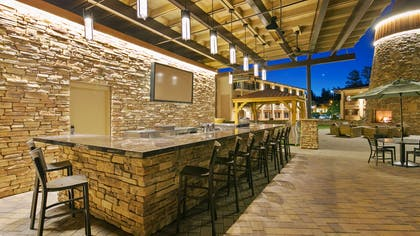 Pool Bar | Best Western Premier Grand Canyon Squire Inn