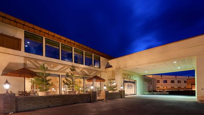 Hotel Exterior Night   Best Western Premier Grand Canyon Squire Inn