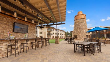 Outdoor Pool Bar   Best Western Premier Grand Canyon Squire Inn