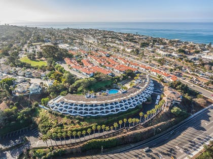 Aerial Hotel | Best Western Encinitas Inn & Suites at Moonlight Beach