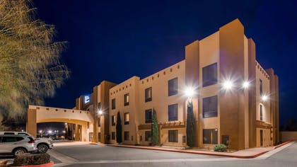 Hotel Exterior at Night | Best Western Joshua Tree Hotel & Suites