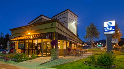 One Block from Rendezvous Event Center-Summer Concert Venue   Best Western Alpenglo Lodge