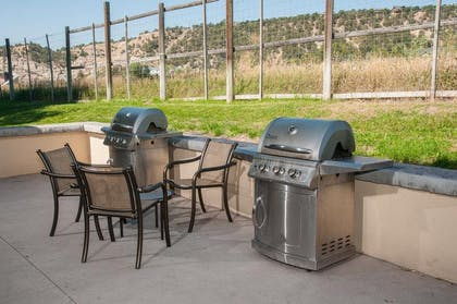 Barbeque Facilities | Best Western Plus Eagle Lodge & Suites
