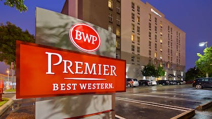 Exterior night | Best Western Premier Miami Intl Airport Hotel & Suites Coral Gables