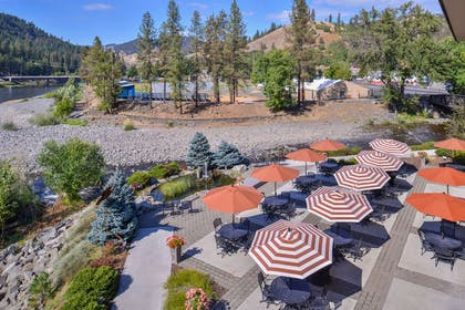 Confluence Patio Views | Best Western Lodge At River's Edge