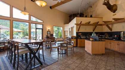 Breakfast Area | Best Western Lodge At River's Edge