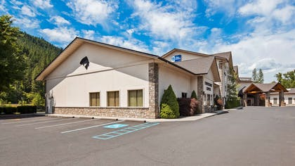 The Best Western Lodge at River's Edge is located 1 block from downtown and includes a full hot breakfast and indoor pool for our hotel guests! | Best Western Lodge At River's Edge