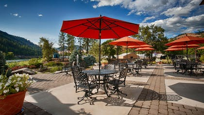 Patio | Best Western Lodge At River's Edge