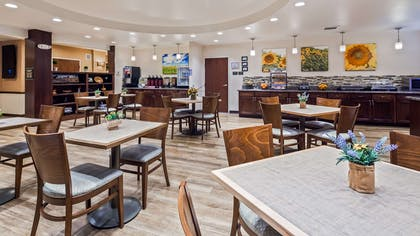 Breakfast Area | Best Western Plus Green Mill Village Hotel & Suites