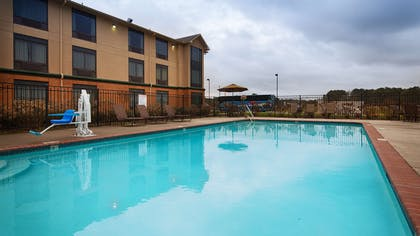 Outdoor Swimming Pool | Best Western Inn At Coushatta
