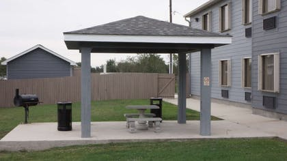 Outdoor Pavilion & BBQ Area | Best Western Isabelle Court