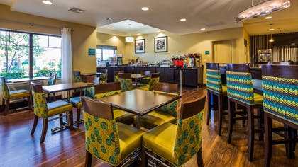 Breakfast Area | Best Western Premier University Inn