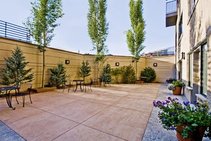 Patio | Best Western Premier Helena Great Northern Hotel