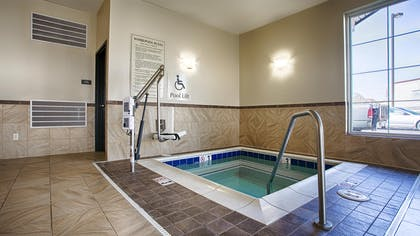 Hot Tub | Best Western Shelby Inn & Suites