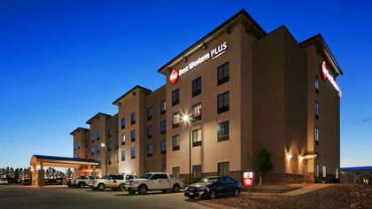 Exterior | Best Western Plus Williston Hotel & Suites