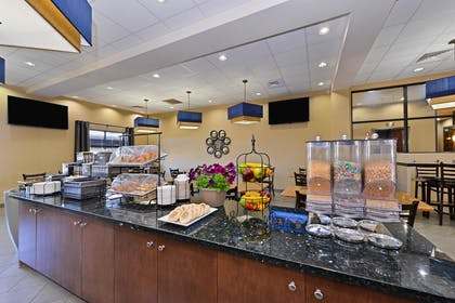 Breakfast Room | Best Western Plus Williston Hotel & Suites