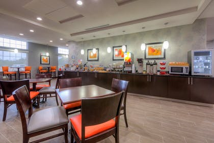 Breakfast Bar and Seating | Best Western Plus Coweta's 1st Hotel