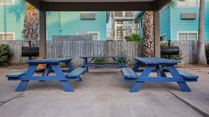 Picnic & Barbecue Area | Best Western Port Aransas