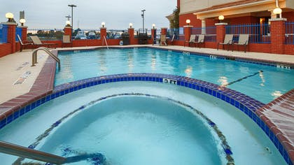 Outdoor Swimming Pool and Hot Tub | Best Western Plus Sweetwater Inn & Suites