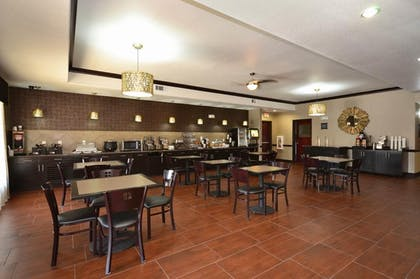 Breakfast Area | Best Western Plus Classic Inn & Suites
