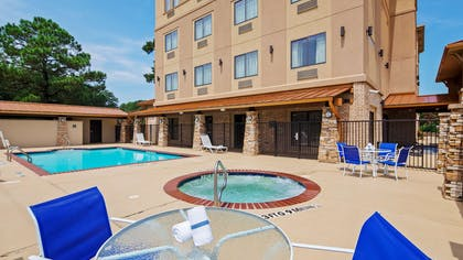 Outdoor Pool and Spa | Best Western Plus Classic Inn & Suites