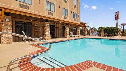 Outdoor Pool | Best Western Plus Classic Inn & Suites
