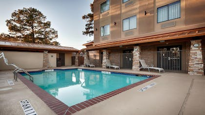Outdoor Swimming Pool | Best Western Plus Classic Inn & Suites