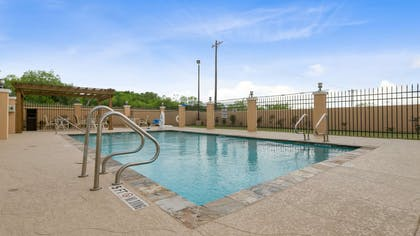 Outdoor Pool | Best Western Plus Pleasanton Hotel